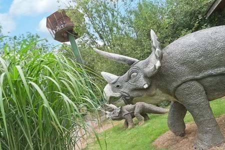 Dinosaur Themed Accommodation, Animatronic Dinosaurs, Gulliver's Resorts
